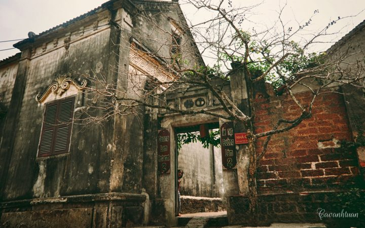 ancient architecture of Duong Lam Ancient Village