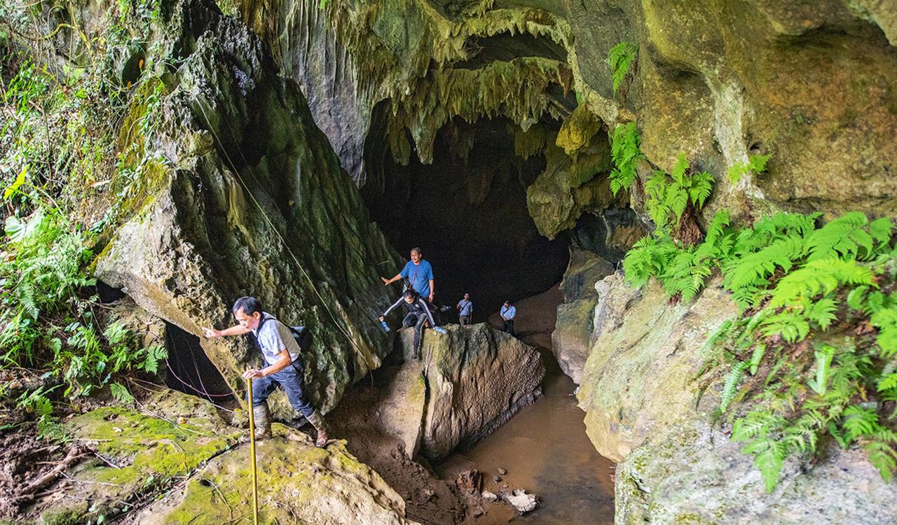 Entrance of Na La cave