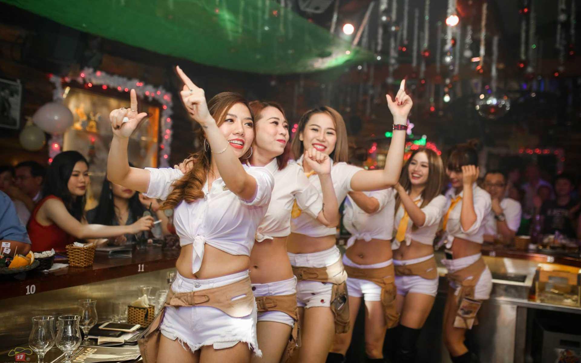Seventeen Saloon Saigon