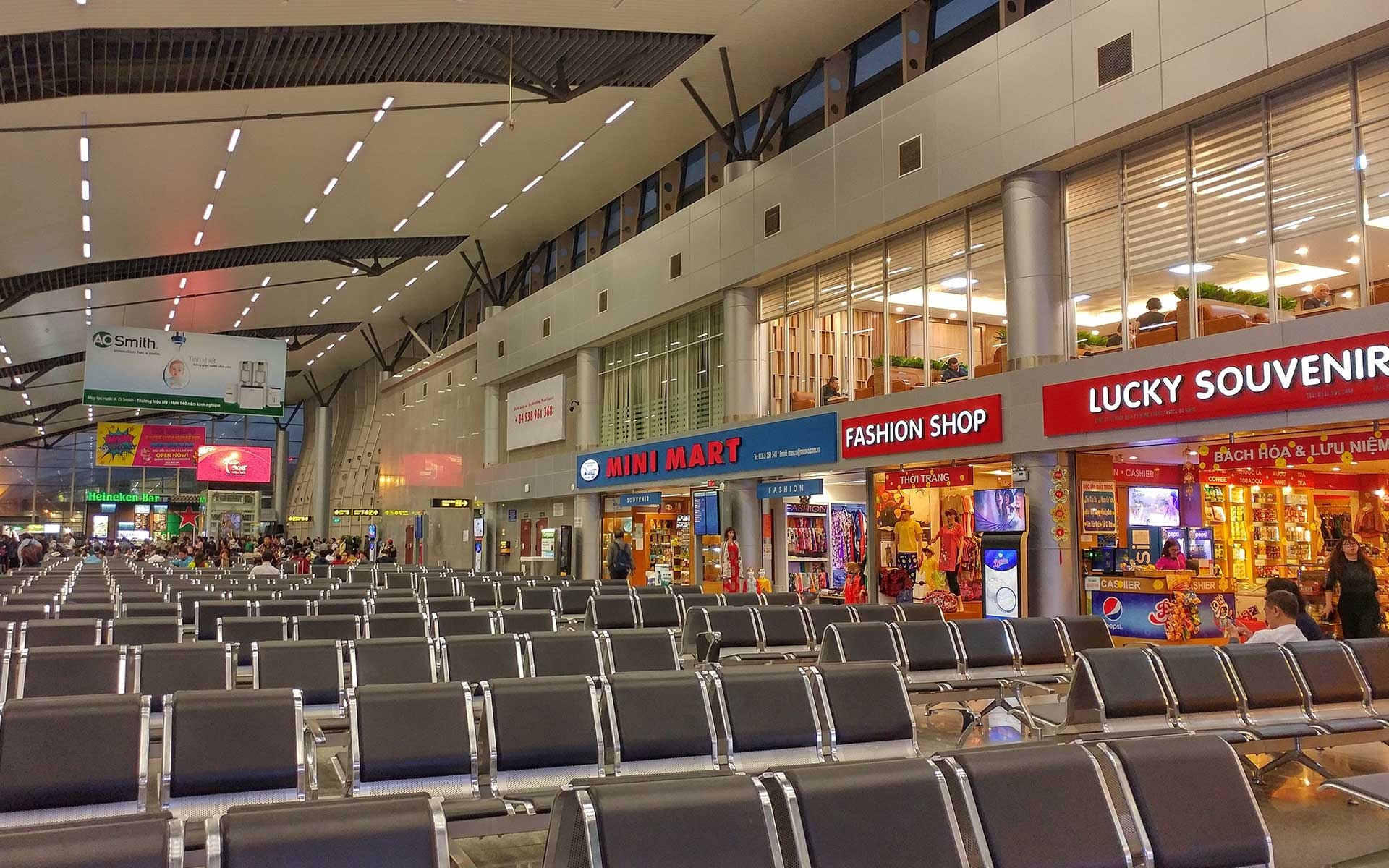 Souvenir shops, fashion shops and mini-mart are available at Danang International Airport