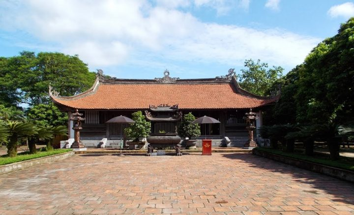 Trung Hoa Temple, one of 3 main temples in Den Tran complex
