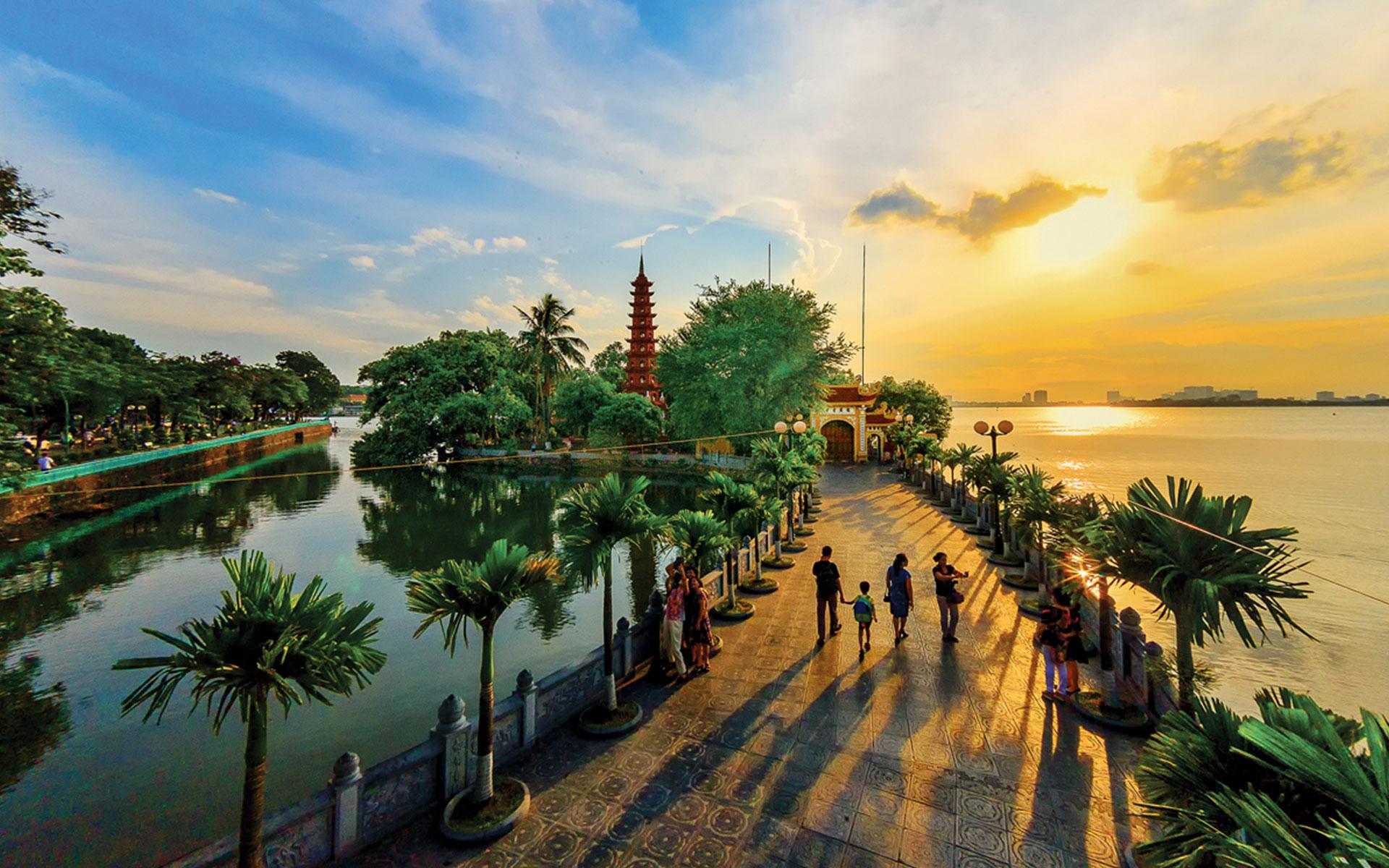 Beautiful day at Tran Quoc pagoda.
