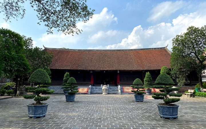 An Duong Vuong Temple was built in 1687 under King Le Hi Tong's dynasty.