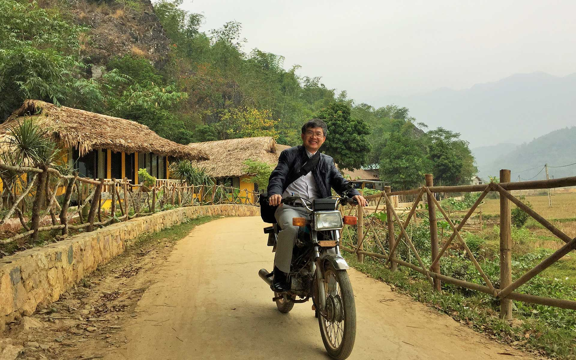 ride a motobike to Mai Chau