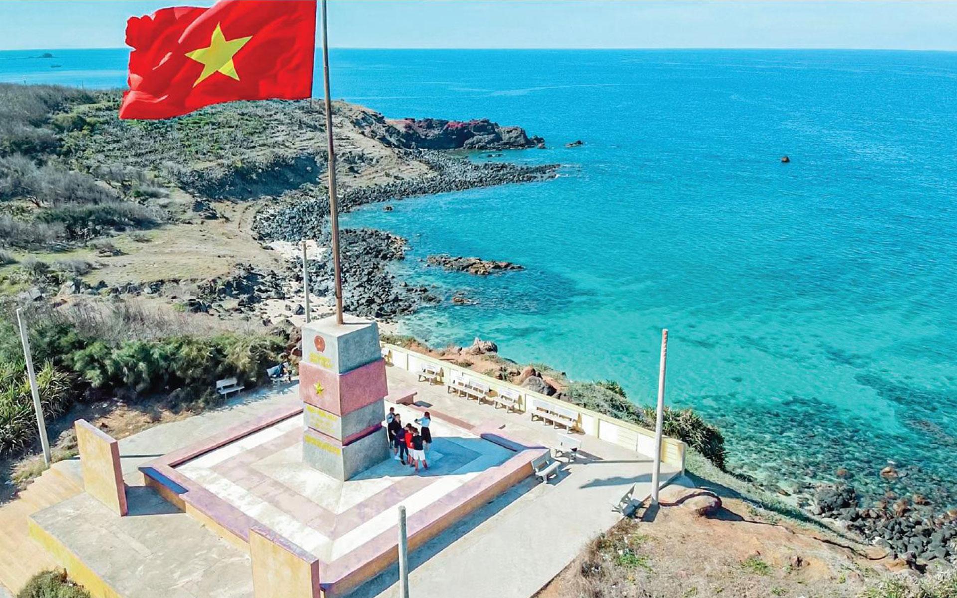 Phu Quy Flagpole