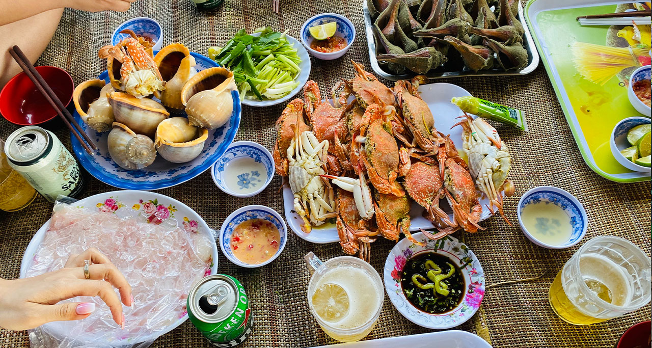 Wander the night market and enjoy seafood
