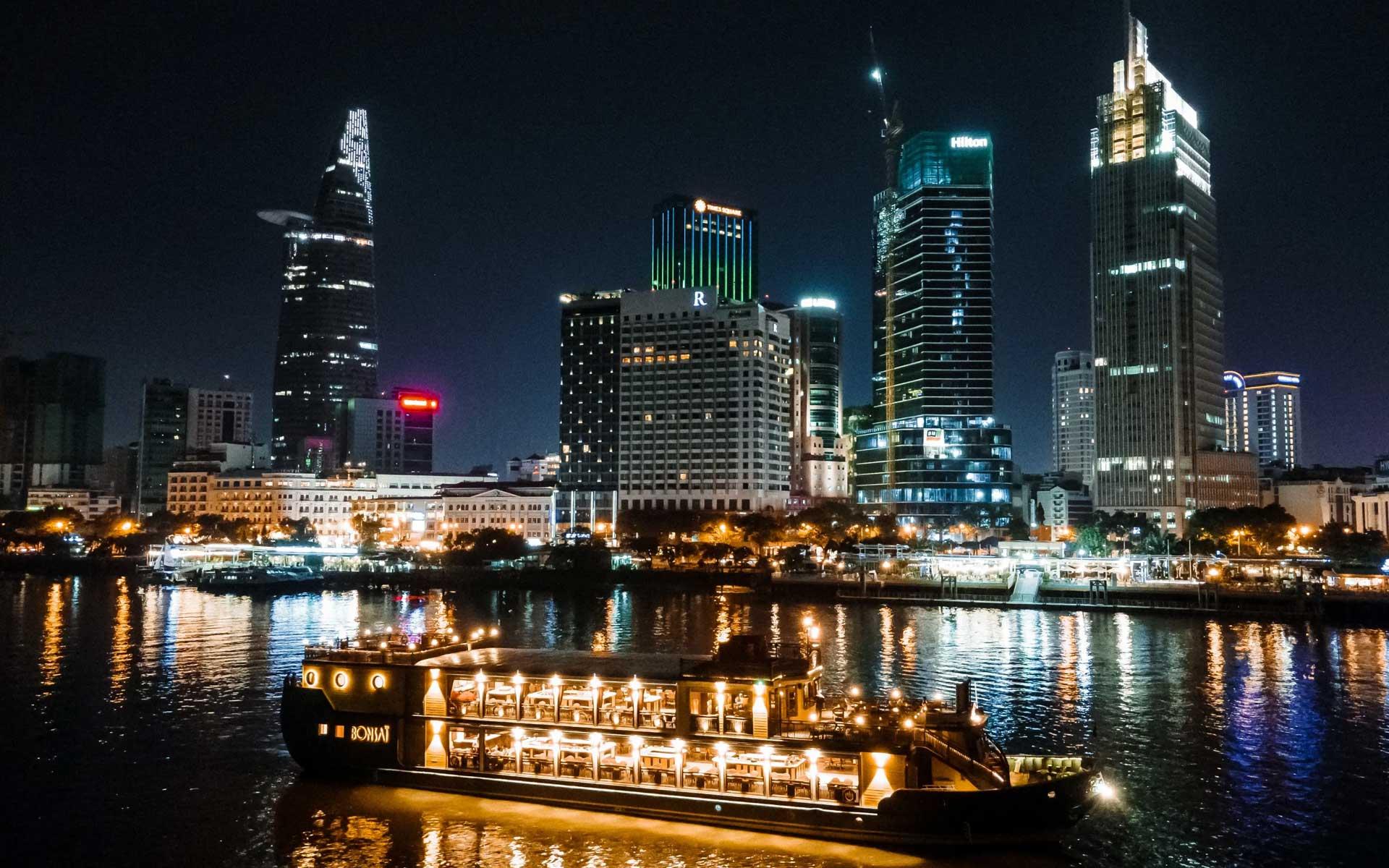 Cruise along Saigon River