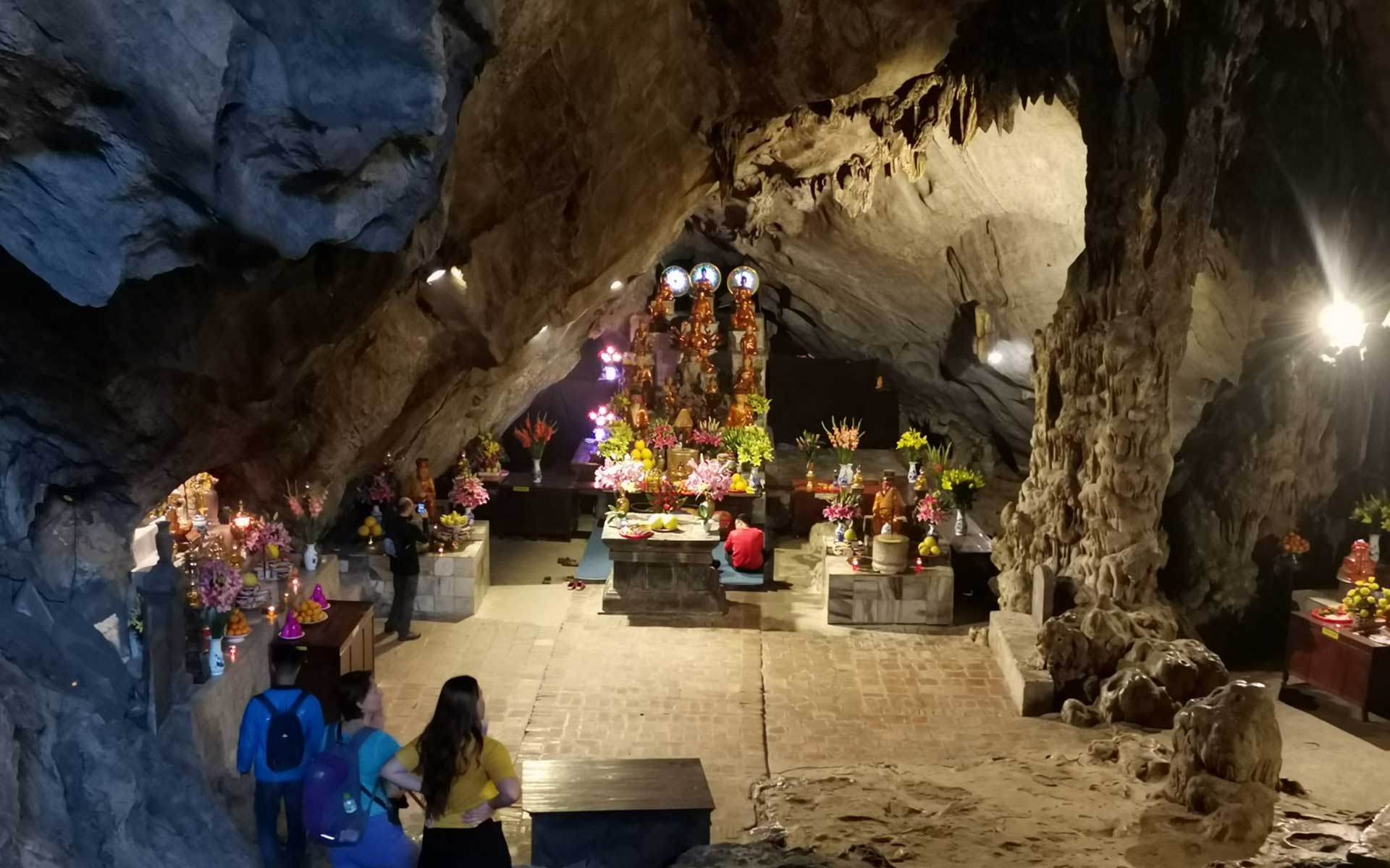 There are many natural stalactites and stalagmites inside Huong Tich Grotto.