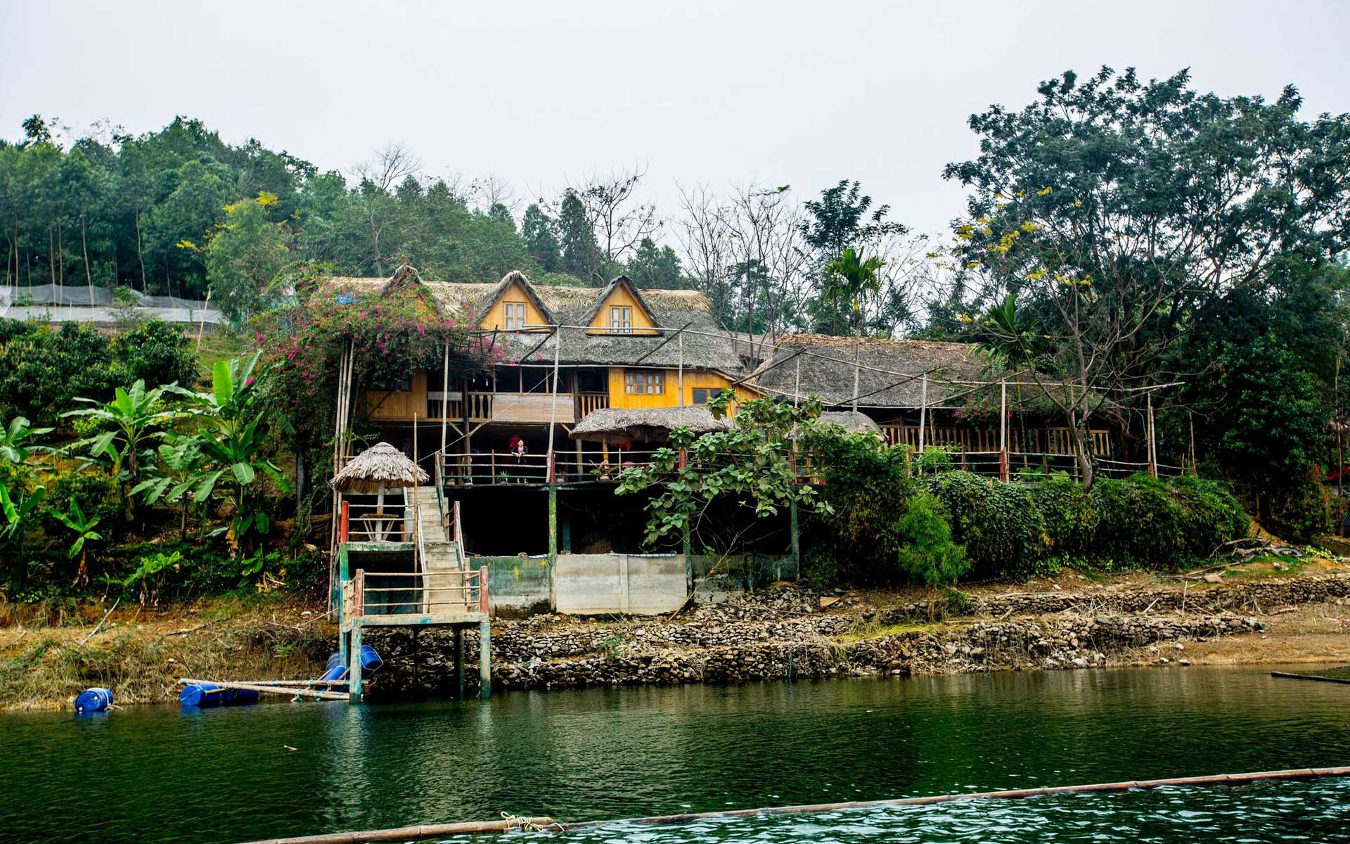 La Vie Vu Linh Ecolodge is an ideal base for tourists to explore Thac Ba Lake.