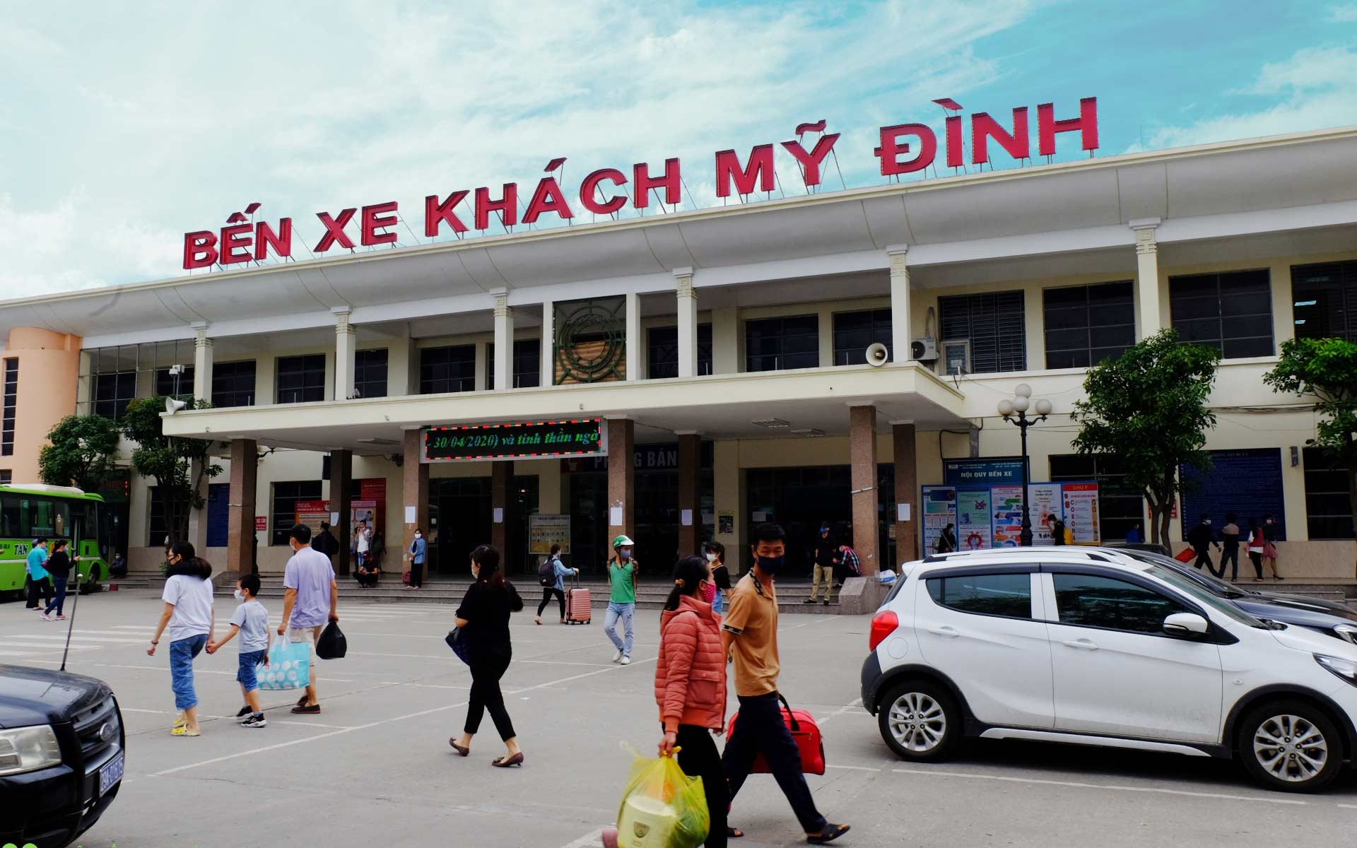 Almost local buses from Hanoi to Yen Bai City depart from My Dinh Bus Station.