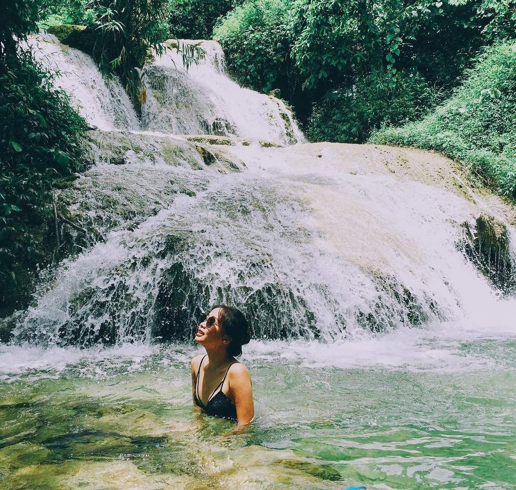 Enjoying the cool atmosphere of Pu Nhu waterfall.