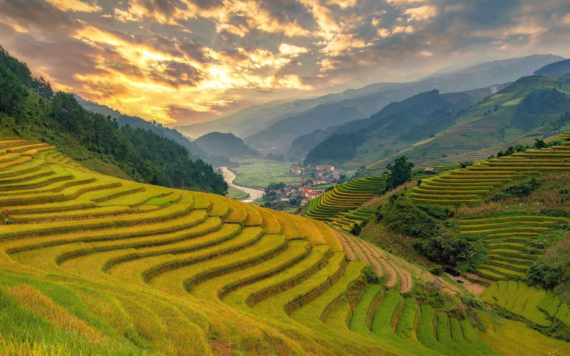 Rice terraces in Mu Cang Chai was ranked as national relic site in 2007.