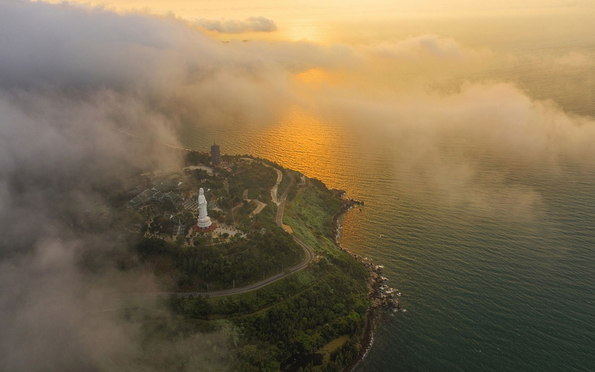 Son Tra Peninsula Linh Ung Pagoda