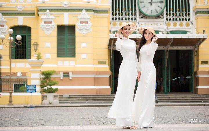 Together with Ao Dai, conical hat contributes to promote the discreet and charming beauty of Vietnamese women.