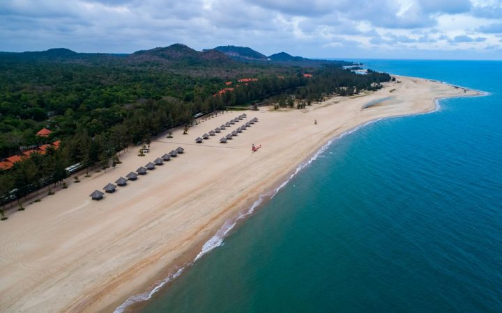 Adjacent to Ho Tram Beach is Ho Coc Beach with golden sands, rolling inland dunes and clear waters.