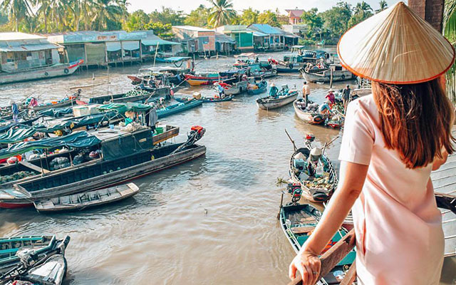 Get to know Cai Be Floating Market