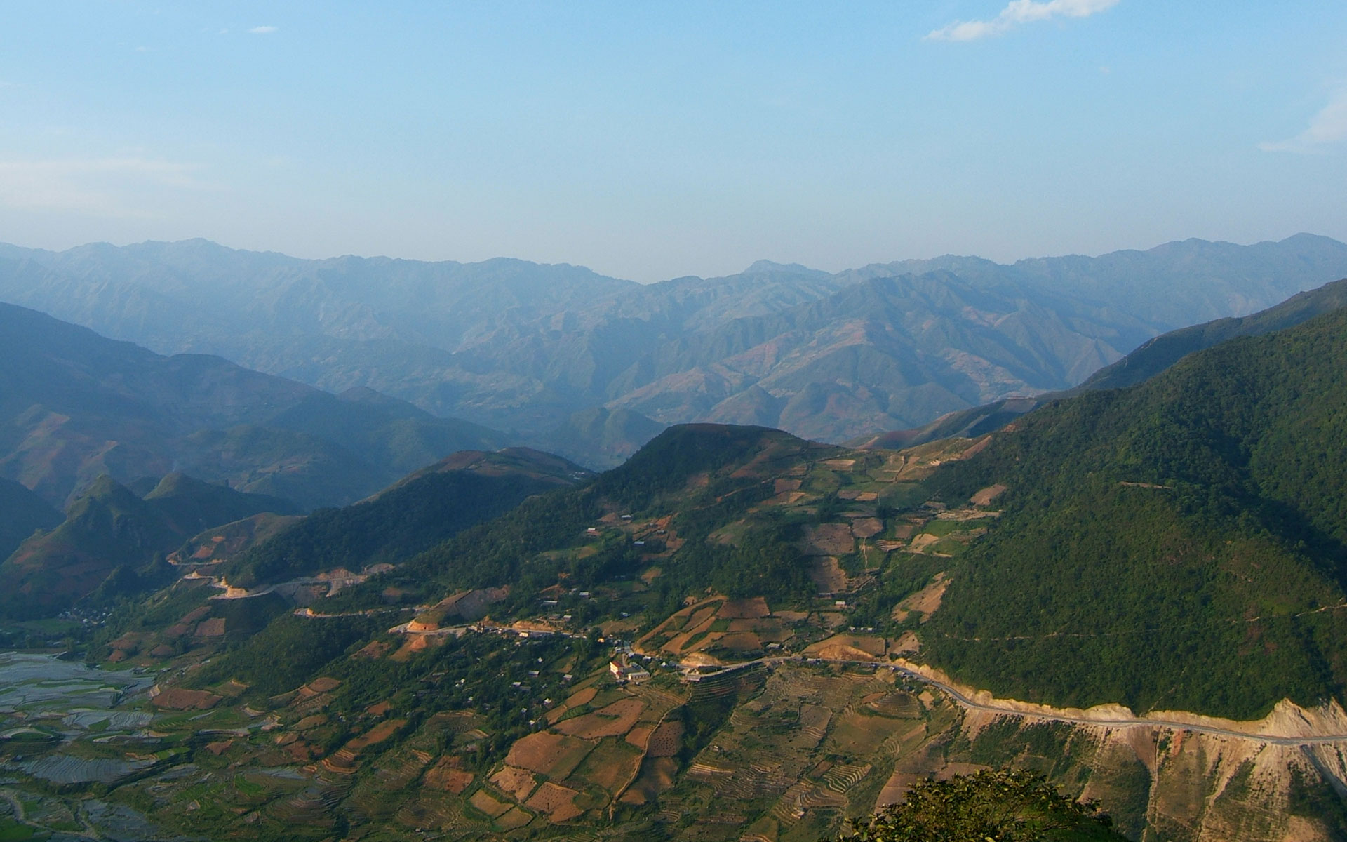 Khau Pha Pass in Yen Bai is one of the four greatest passes in northwest Vietnam.