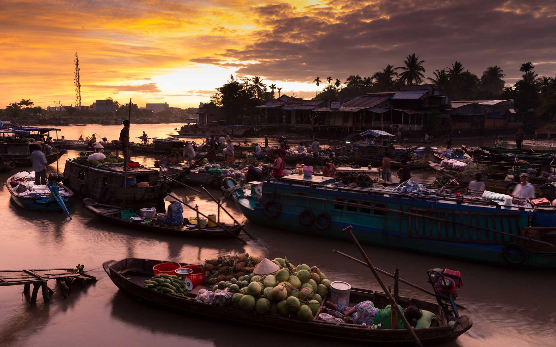 sunset in Phong Dien Floating Market