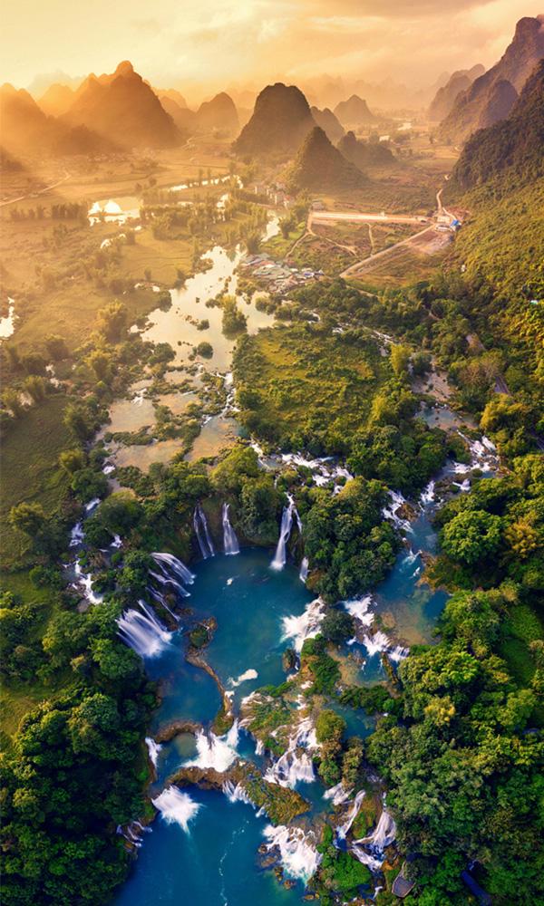 the beauty of Ban Gioc Waterfall