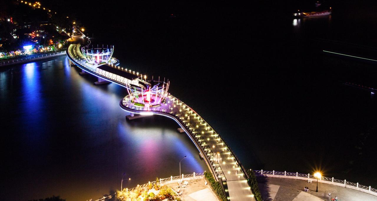 Ninh Kieu Pedestrian Bridge