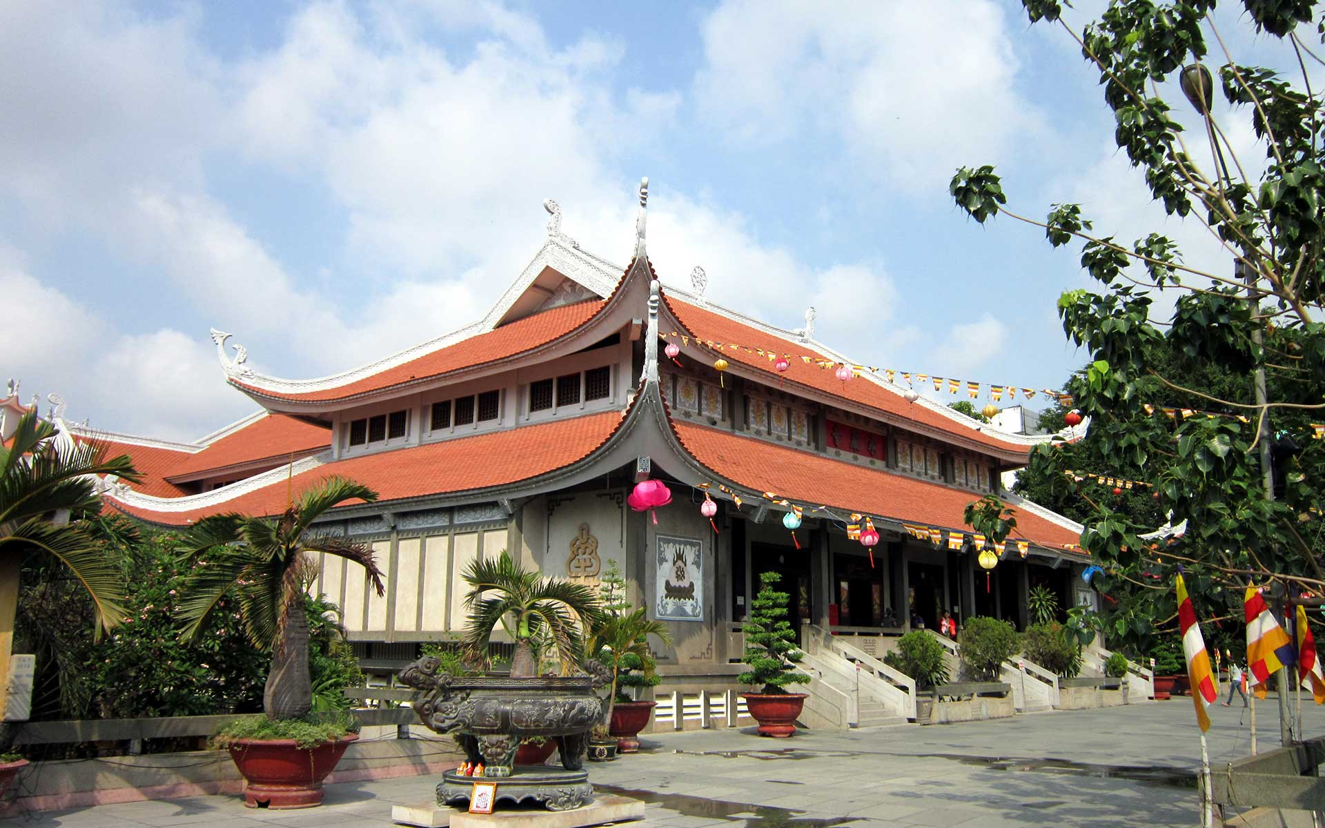 Central Building of Vinh Nghiem Pagoda