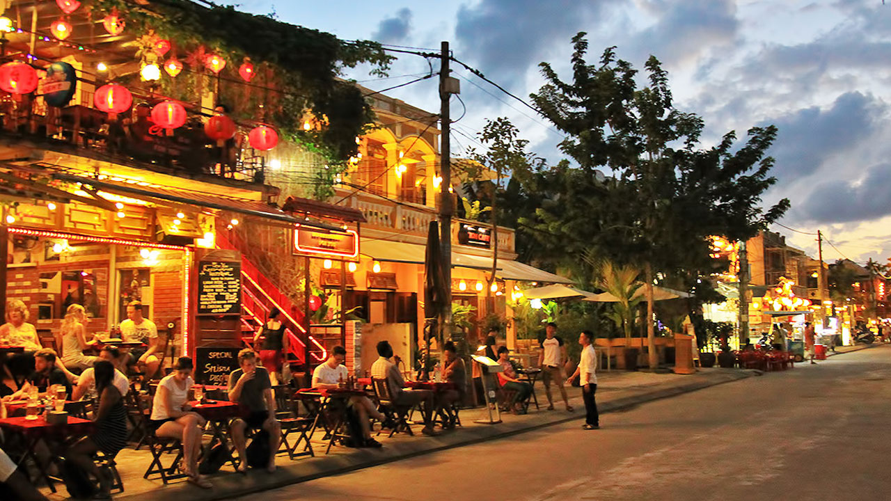 Relax and enjoy a cup of coffee will be great way to spend the night in Hoi An.