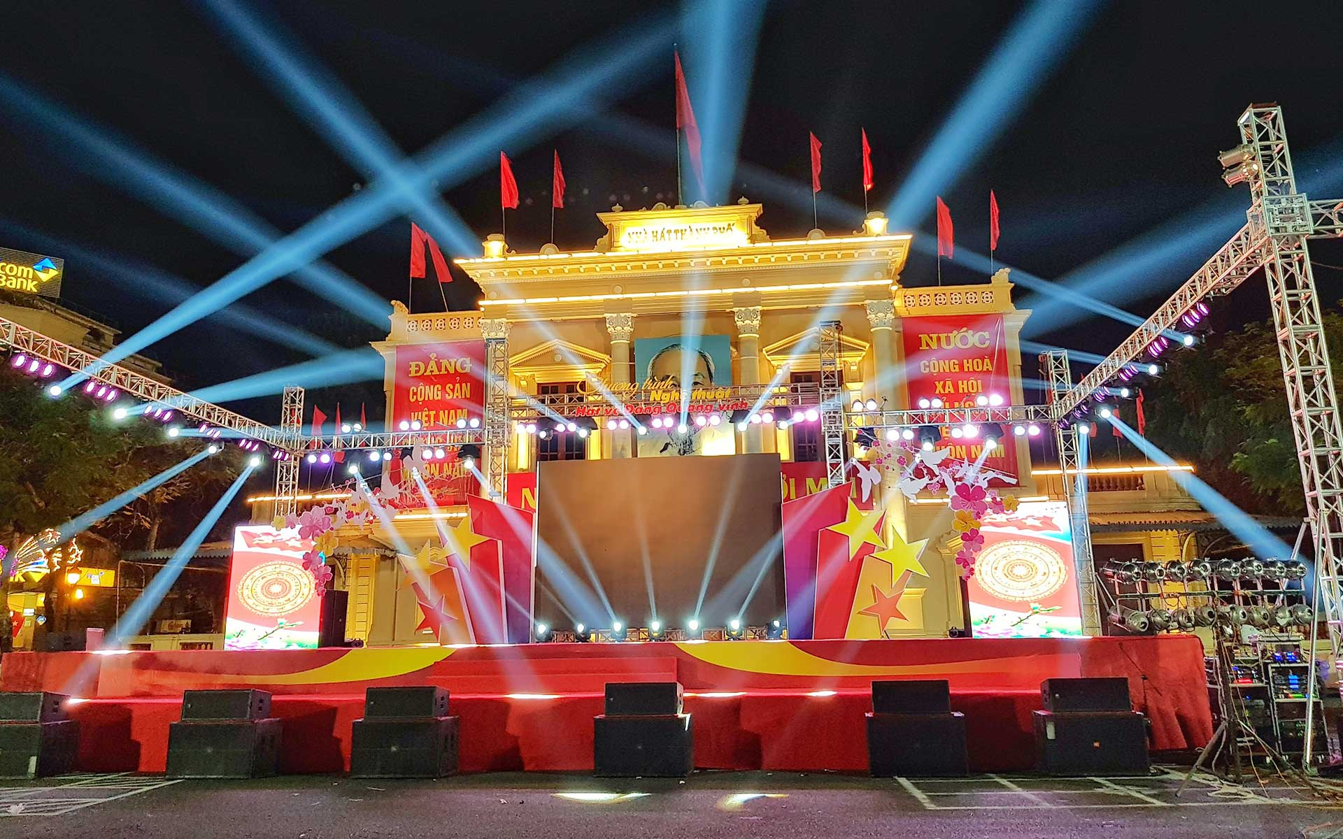 an event was held in front of Hai Phong Opera House