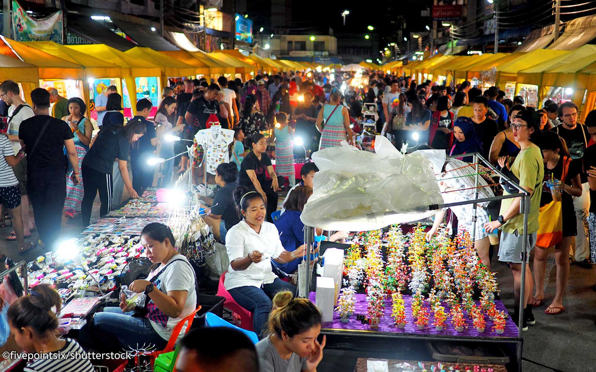 The hustle and bustle atmosphere at Hoi An Night Market.
