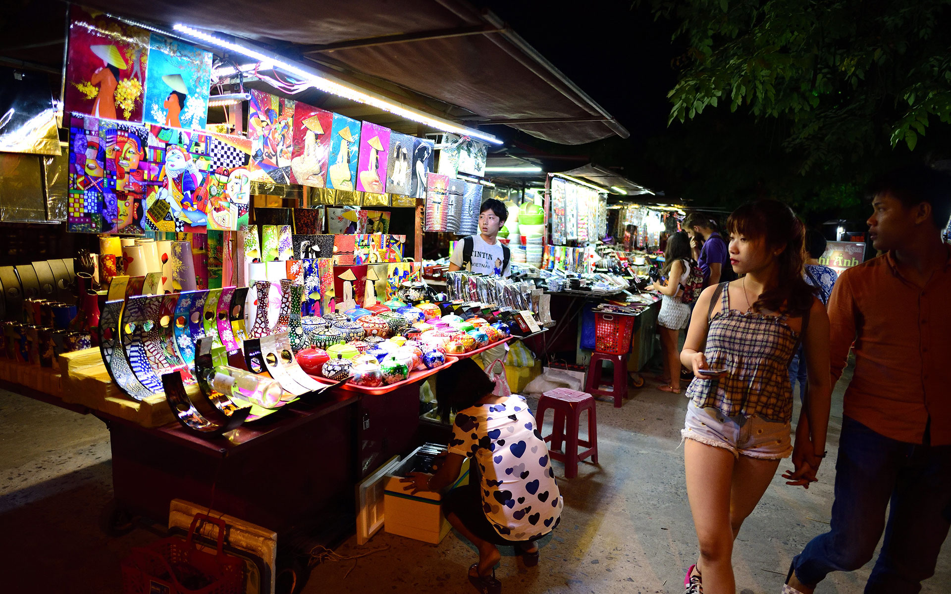 A variety of handicrafts can be found anywhere at the night market.