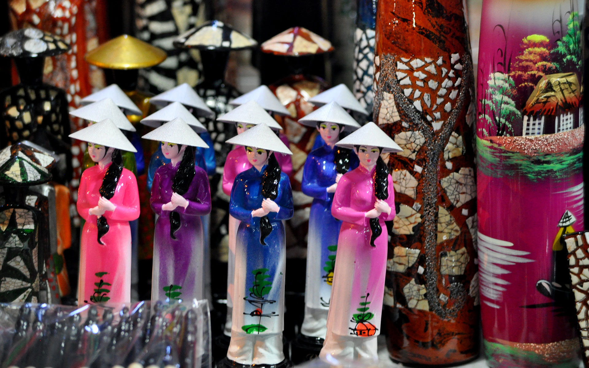 Another popular products at night market are ceramic items in traditional Vietnamese images.