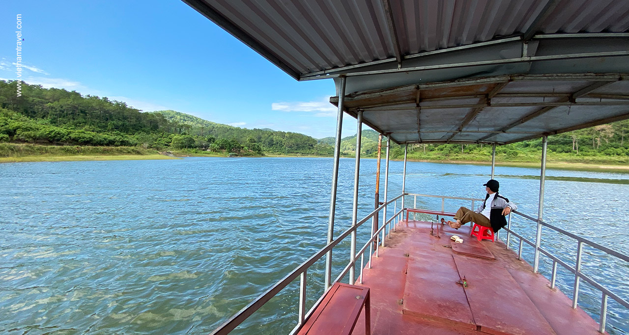 Highlight of the trip by boat on Khuon Than lake