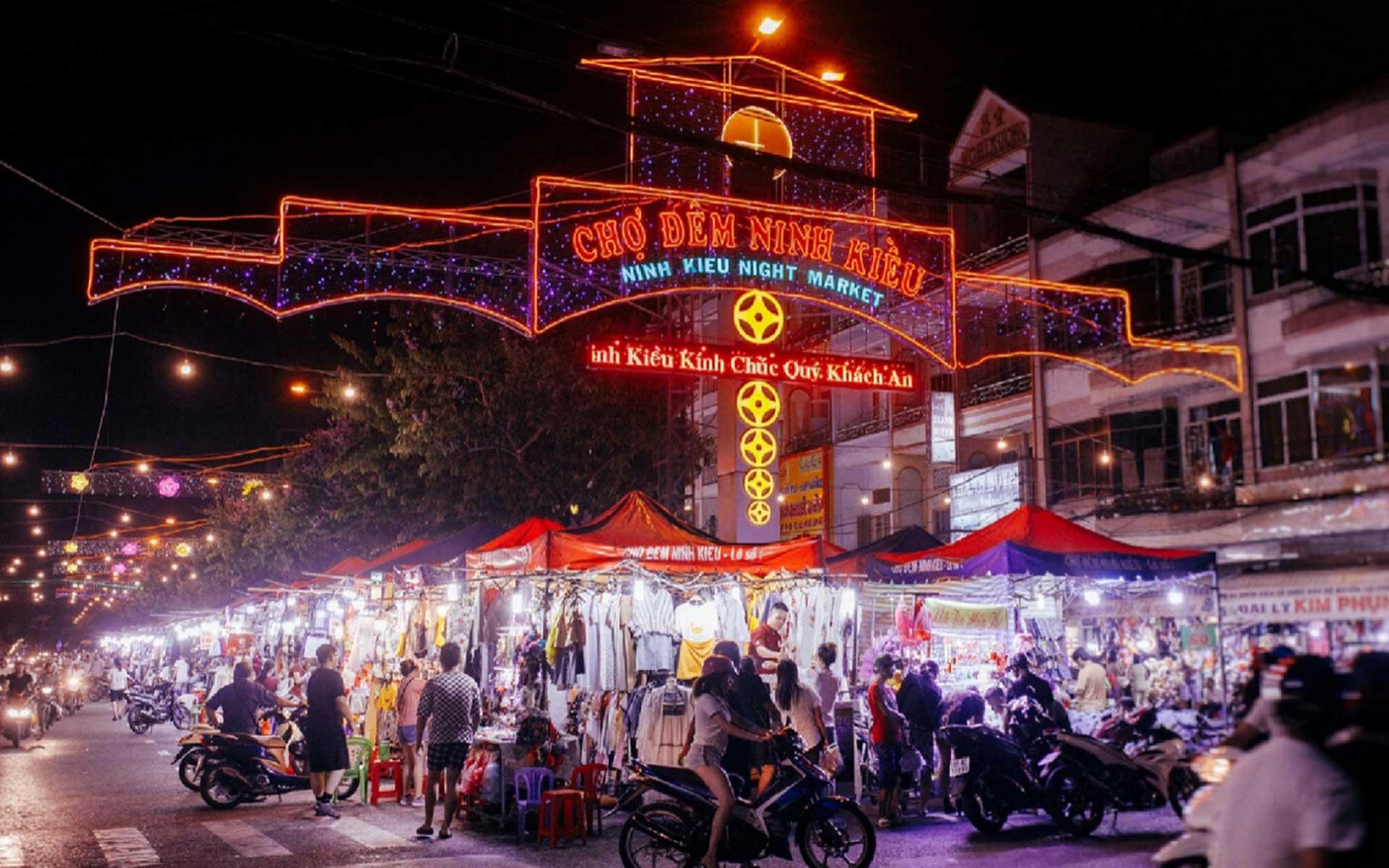 Ninh Kieu Night Market