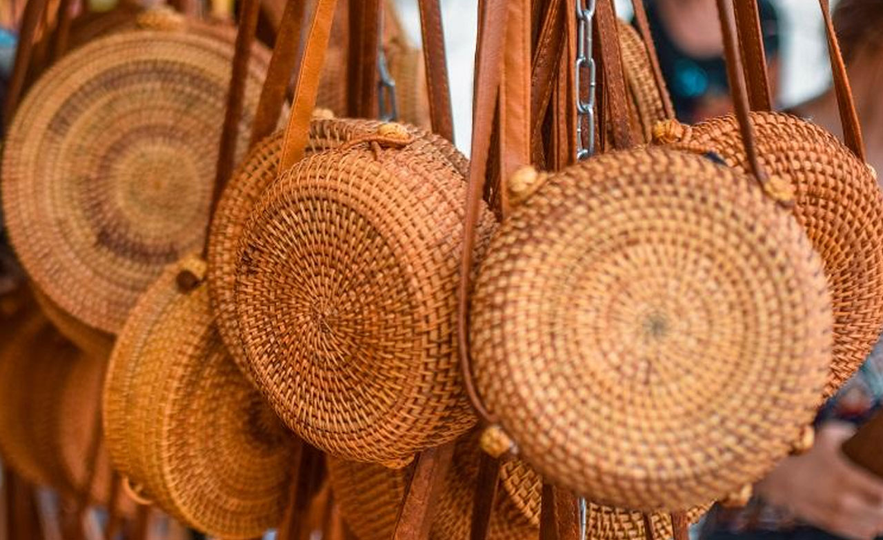 The nice look of straw bags will be perfect for your summer outfit.