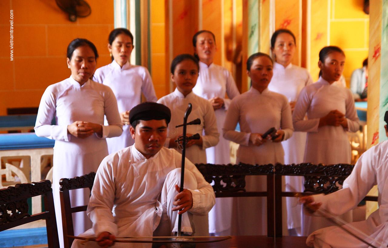 Music band at Cao Dai ceremony