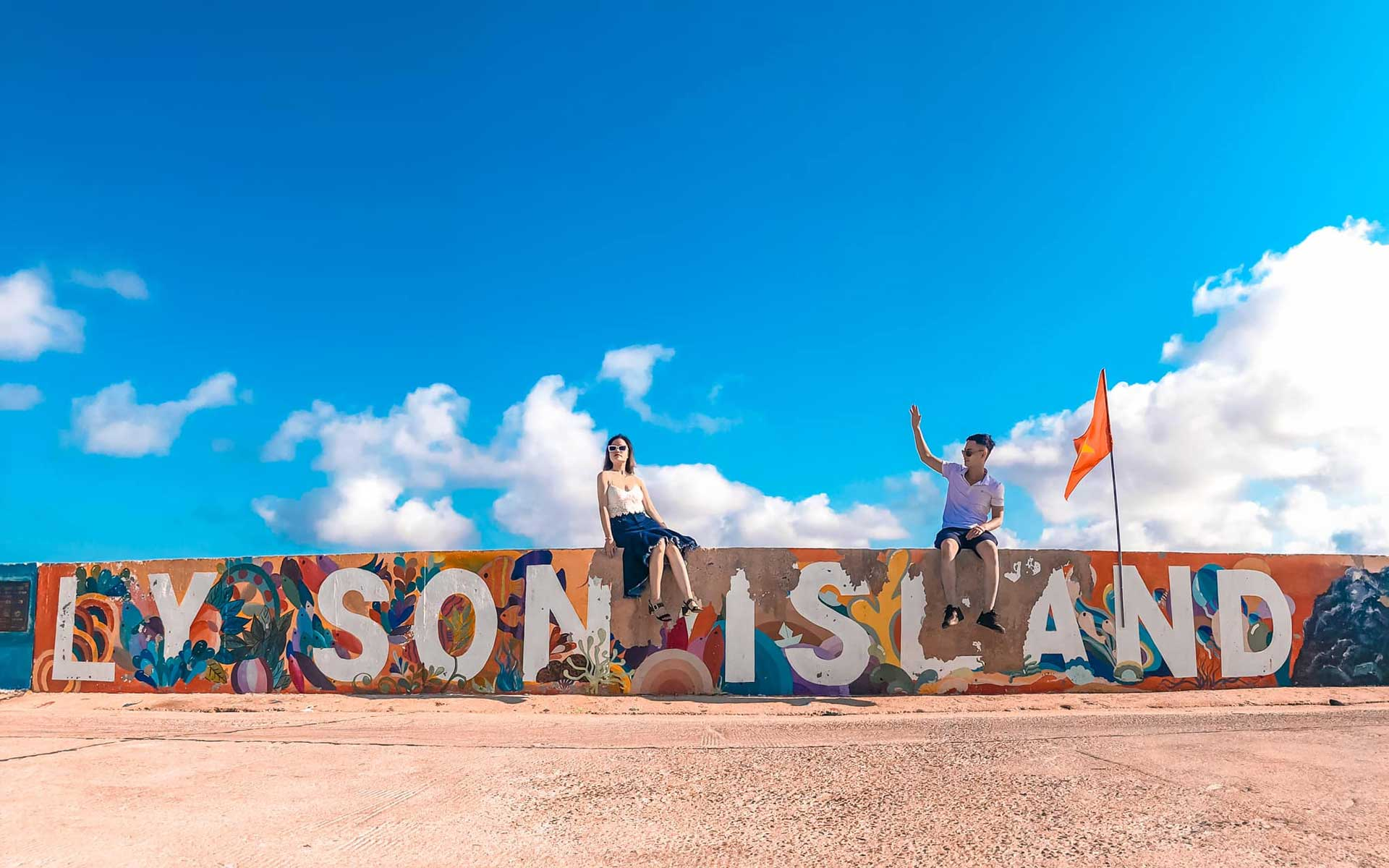 Ly Son island is a district covering around 10 square kilometers, is known as the kingdom of garlic and onions, and it is one of a very few volcanic islands in Vietnam.