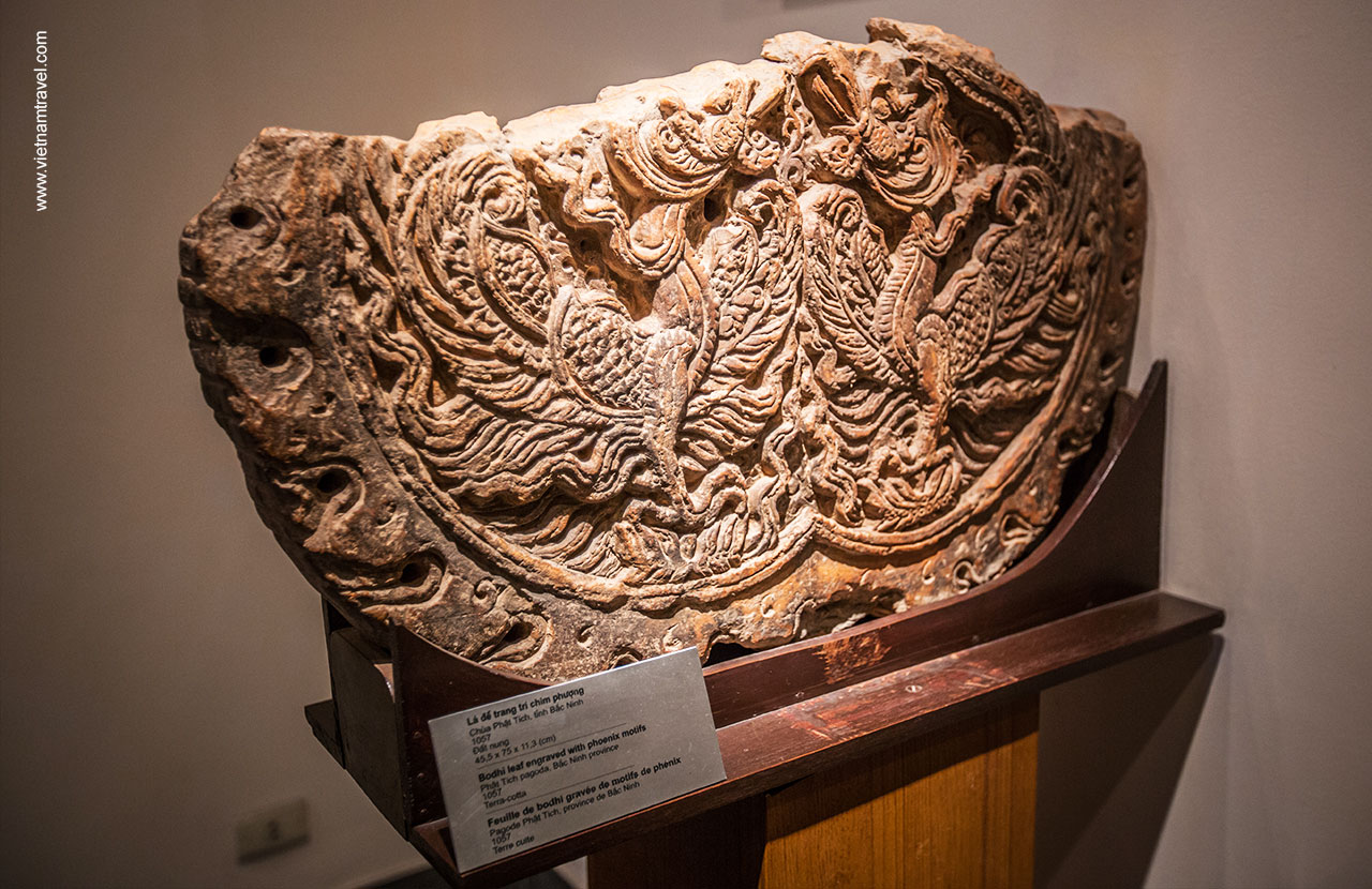 The display of Bodhi leaf engraved with phoenix motifs at Phat Tich Pagoda