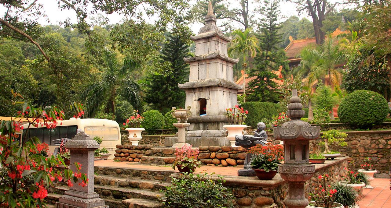 Visit-Yen-Tu-Pagoda-16