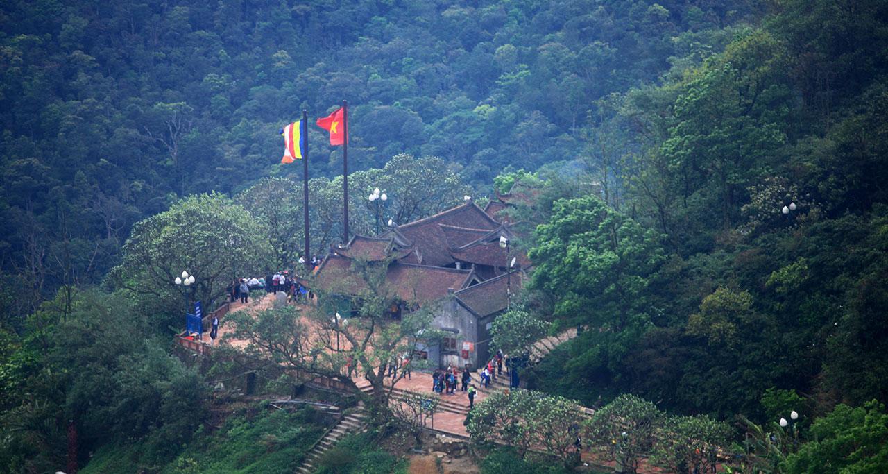 Visit-Yen-Tu-Pagoda-17