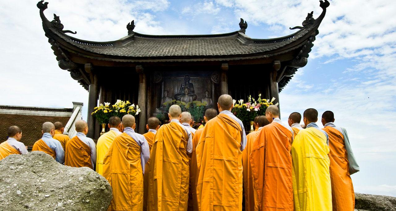 Visit-Yen-Tu-Pagoda-23