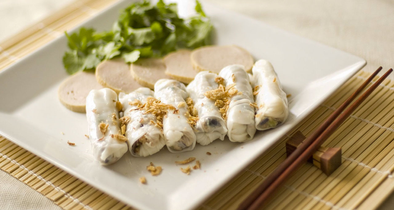 banh-cuon-on-Hanoi-Street-Food-Tour