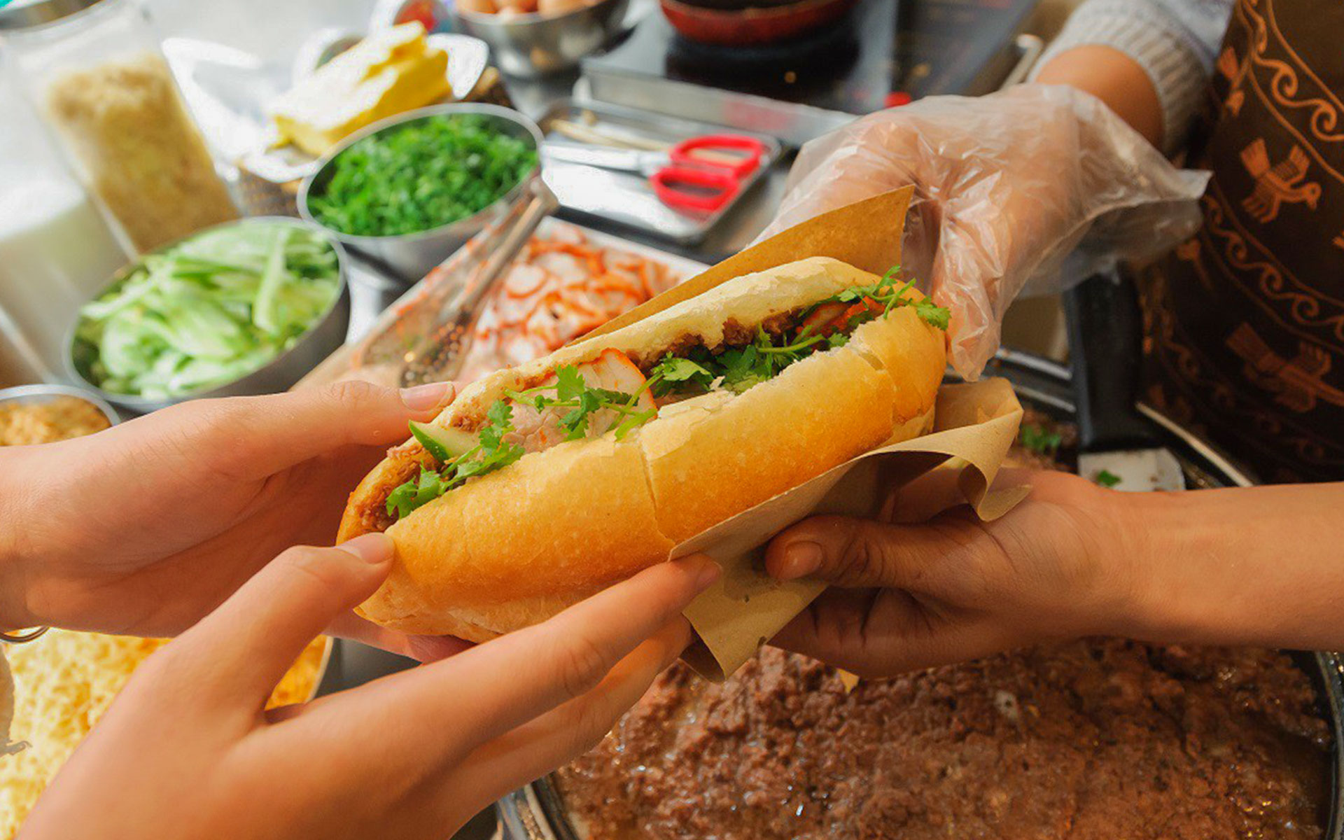 """""""Banh mi"""" is one of famous street food in Hanoi"""