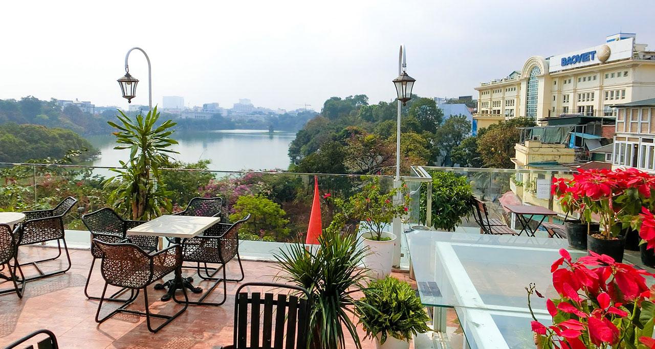 vuon-pho-co-cafe-on-Hanoi-Street-Food-Tour-1