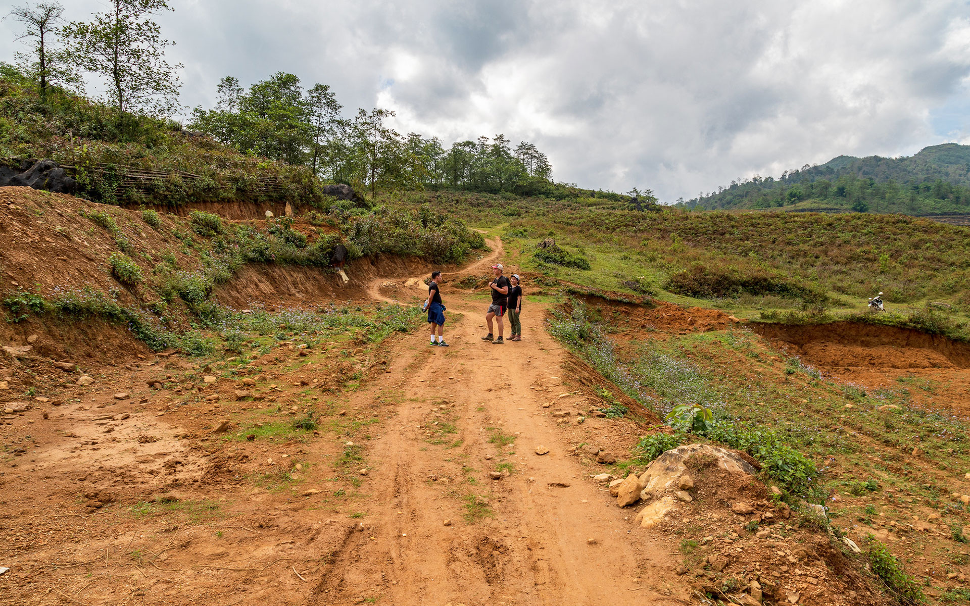 road to Hau Thao Village