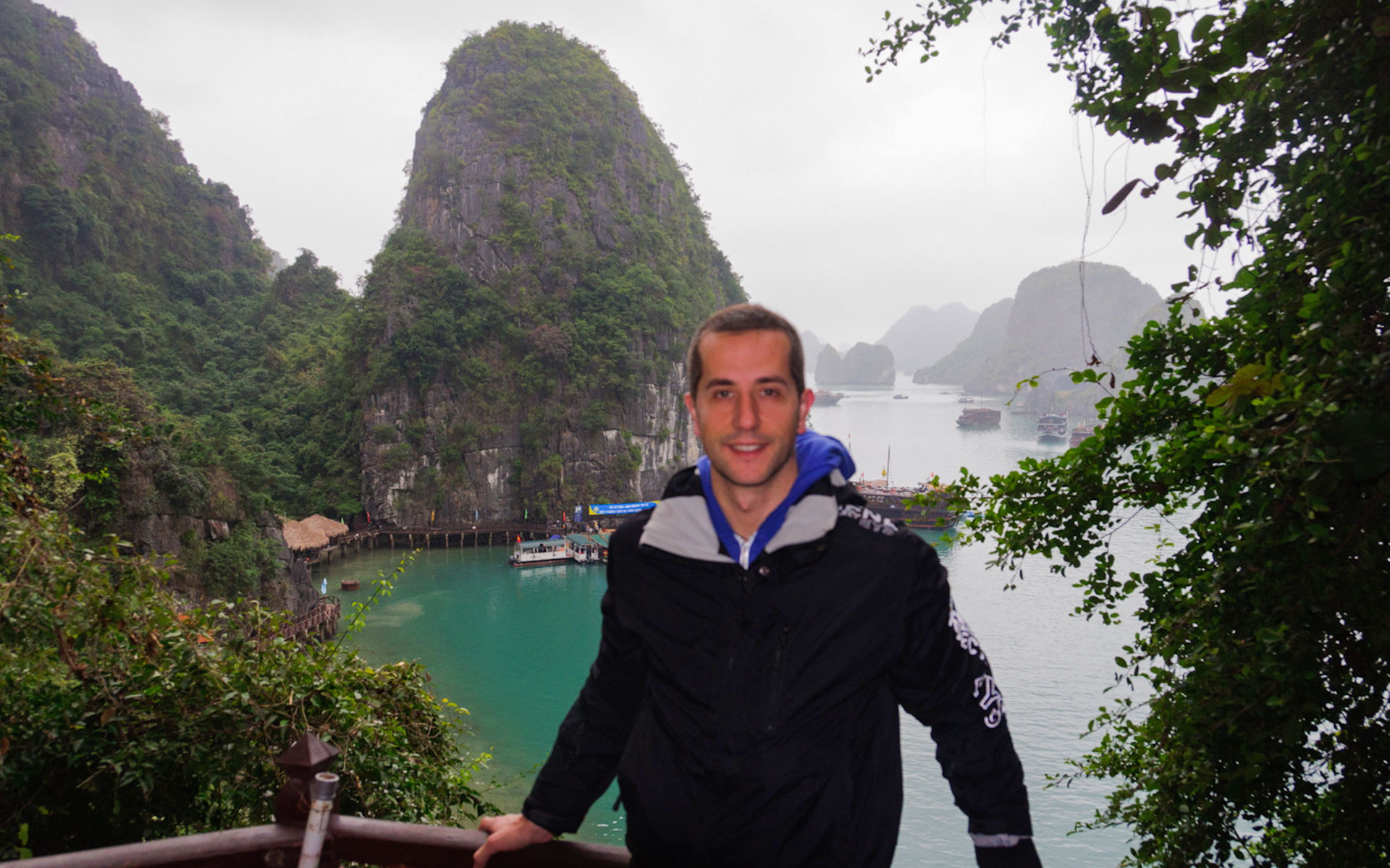 Climbing mountain, visiting mysterious caves, trekking in national park... are fun activities in Halong Bay when the weather becomes cold and dry